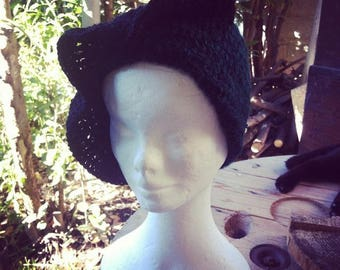 """""""Kiss me"""" hat with big wave black and green crochet"""