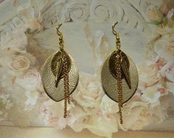 2 GOLD ROUND LEATHER EARRINGS
