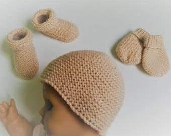 Newborn set: hat, little feet boots & mittens