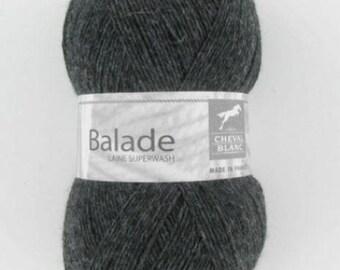 Laine à tricoter BALADE coloris gris anthracite N°030 de CHEVAL BLANC