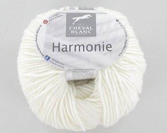 yarn harmony 016 Ecru white horse