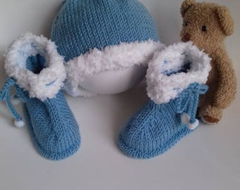 Hat and white and blue baby Bootie