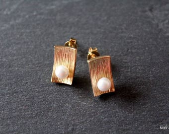 Stud Earrings plated Gold White Pearl beads