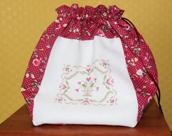 pretty embroidered flowers and matching to this pretty purse fabric