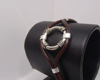 Men's bracelet in distressed brown leather with silver plated patterned medieval collection