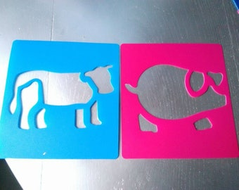 set of 2 stencil of hard plastic with animal pattern from the farm, cow and pig