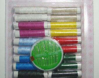 Set of accessories sewing 24 spools of thread (11 colors) and 10 needles.