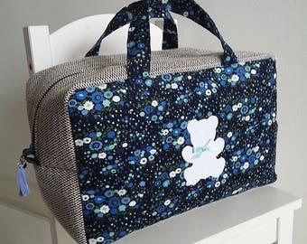 Valisette/vanity grand modèle pour bébé/enfant fille en velours bleu marine liberty. Trousse de toilette en tissu. Motif ourson