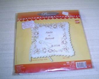 """Kit to embroider """"wedding pillow"""" with flower garlands"""