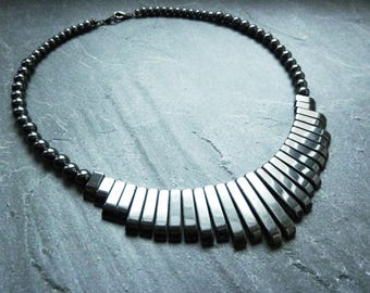 Classic short necklace with hematite beads