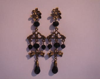 romantic earrings long Crystal Black beads and small bronze oriental style knots