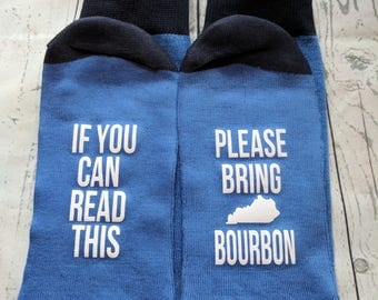 Bourbon lover gift, If you can read this bring Kentucky bourbon socks, birthday gift for dad, husband, brother, friend, groomsmen gift!