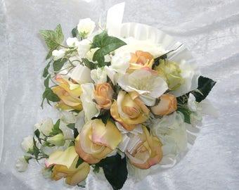 bouquet de mariée roses gros boutons saumon  et jaune pastel