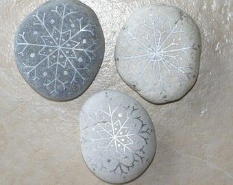 3 pebbles Christmas silver snowflakes