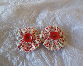 set of two yoyo flowers made with a floral cotton (red flowers)