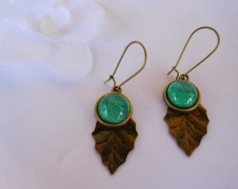 Earrings retro leaf and green 14 mm cabochon
