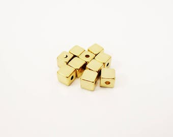 Set of 10 beeds resin cubes, cube shaped beads