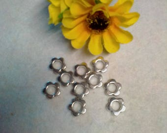 Set of 10 flower shaped beads