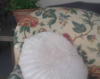 Round cushion in hemp with old table mat