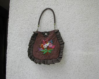 Elegant pouch fully quilted and hand-embroidered