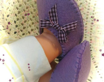 Made of purple felt baby booties.