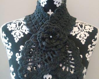 Gray Choker crochet.