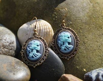 "Earrings cameo and bronze ""skeleton"""