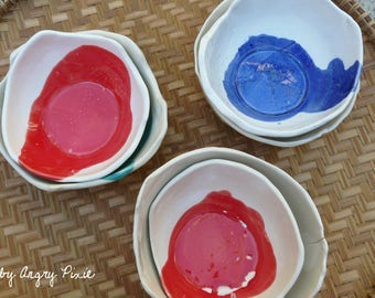 White bowls with colorful stain