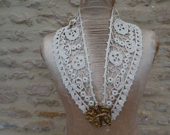 Vintage neck lace. Old collar. French lace necklace. vintage collar lace. crocheted collar. old lace collar, lace shawl