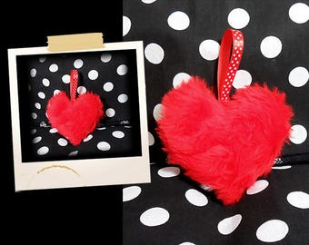 Plush in the shape of small furry soft red heart APLUCHES