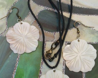 Flower Shell Necklace & Earrings