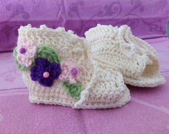 Sandals, baby girl crocheted natural cotton with a Garland of three flowers