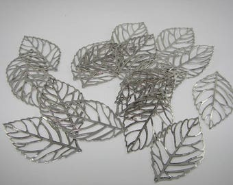 """Leaf"" cut oxidized silver-plated charm. (6531905)"
