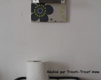 Set: Reel toilet paper and pouch for reserve of rolls.