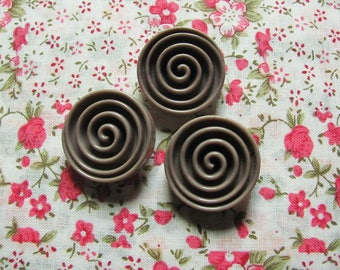 Lot: 3 buttons United Taupe shape snail 25 mm round