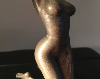 nude woman sculpture