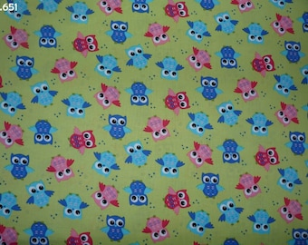 Fabric C651 pink and blue owls on green coupon 35x50cm