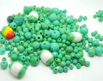 Assortment of 50 vintage green beads