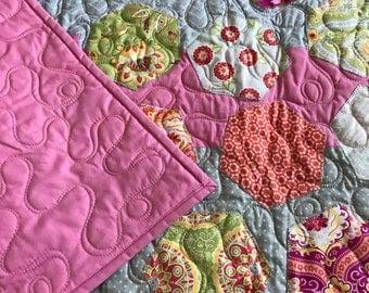 Modern Hexagon Appliqué and Pieced Baby Quilt