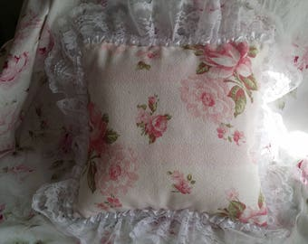 ADORABLE LITTLE SHABBY CHIC CUSHION DOUBLE SIDED BOUQUET OF ROSES