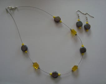 Simple jewelry set in yellow and grey tones