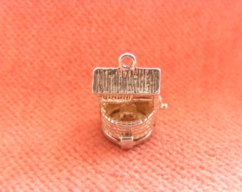 Nuvo Vintage Sterling Silver Charm Wishing well opens to a Pixie