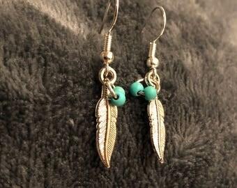 Feather dangling earrings