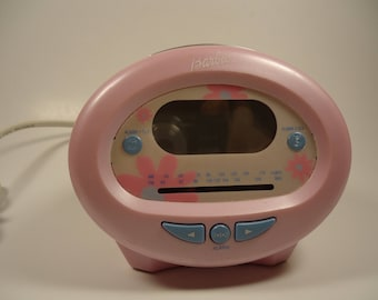 Pink Barbie clock radio. BE-337
