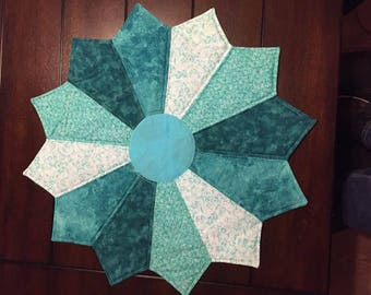 Flower shaped table topper