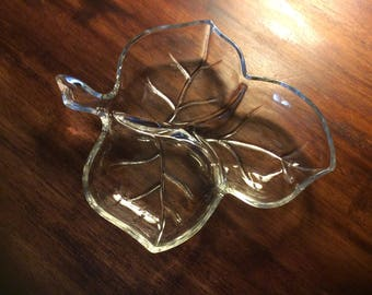 Glass leaf jewelry tray