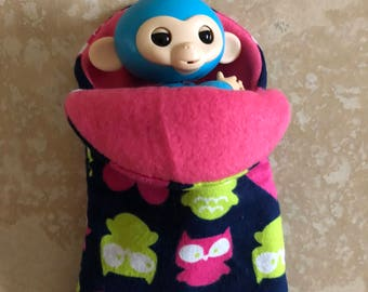 Fingerlings Finger Monkey pink fleece lined owl and hearts sleeping bag accessory
