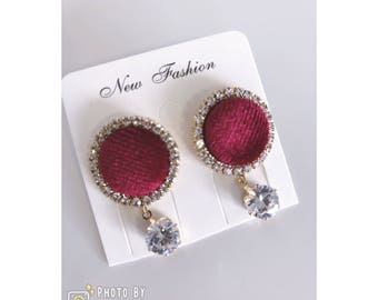 Elegant Design Round Earrings With Crystals