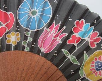 Hand-painted silk fan. AP0006
