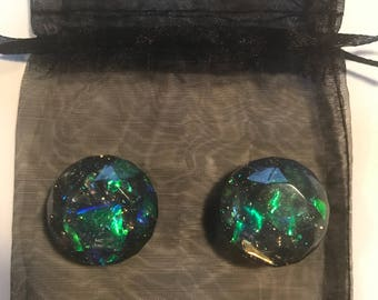 Round Opal-like Magnets